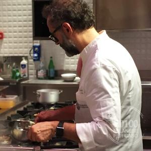 refettorio-ambrosiano-bottura-greco-caritas-volontariato-in-cuina