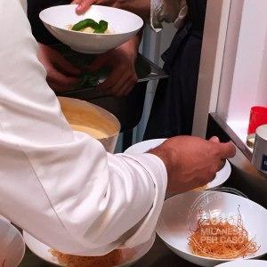 refettorio-ambrosiano-bottura-greco-caritas-volontariato-piatti-1