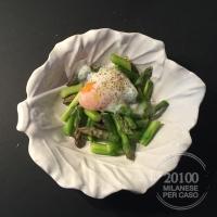 Insalata di asparagi e uova a bassa temperatura